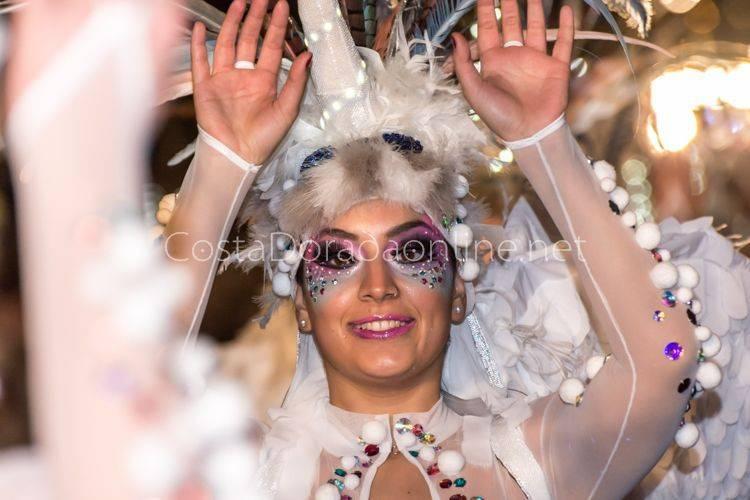carnaval tarragona rua Artesanal desfile de carrozas