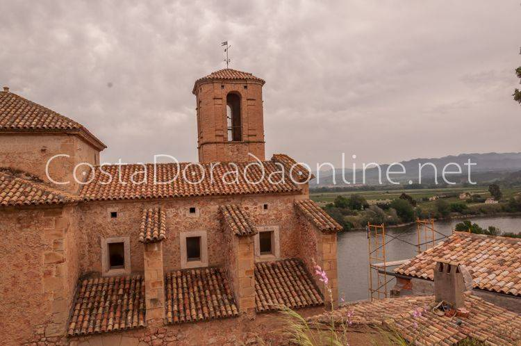 pueblo Miravet Iglesia
