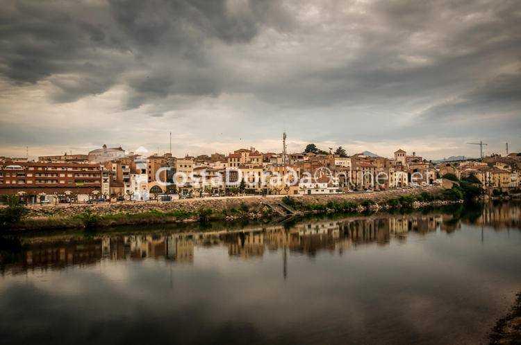Móra d'Ebre; Pueblo Mora de Ebro de frente