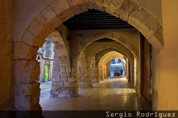 Lugares de interés de Tarragona. Porches góticos. Calle Mercería.