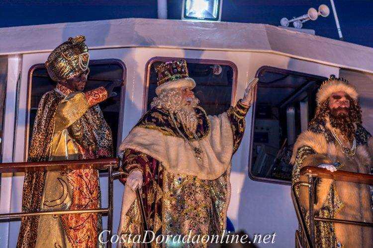 cabalgata de reyes tarragona; desfile de los reyes magos por la ciudad