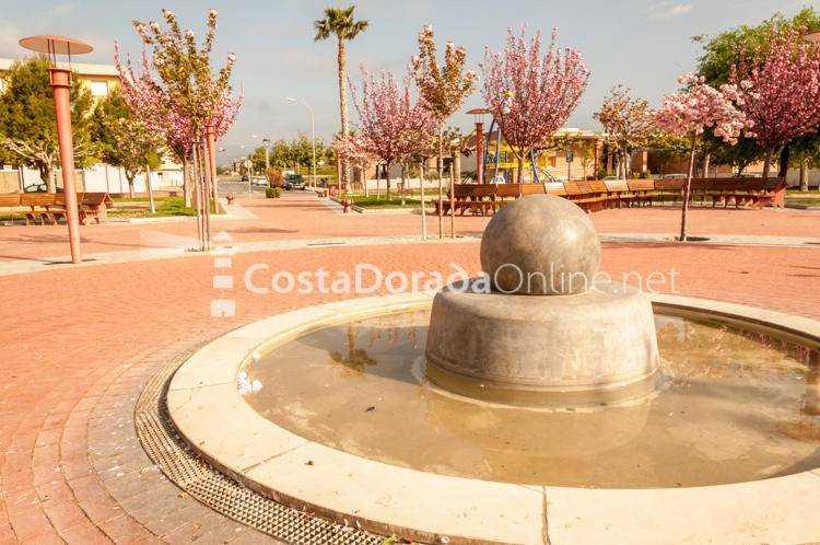 Riudoms; Pueblo Riudoms Plaza del arbre Fuente